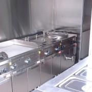 Cuisine dans un véhicule de pompier : Vue de la partie cuisson